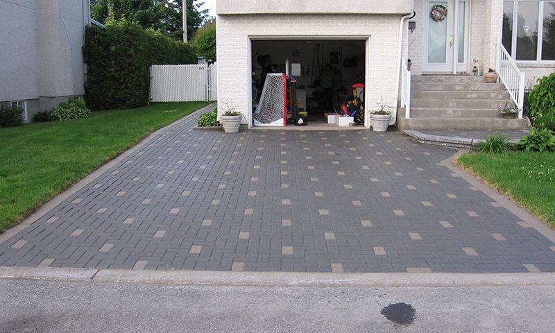L entretien de pav uni montreal asphalt paving maintenance and seal - Entree de garage en pave ...