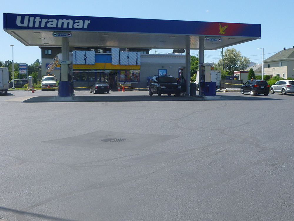 Gas Station Asphalt Crack Sealing